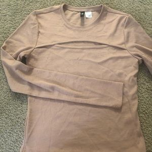 H&M Tops - H&M Top / 95new! Only wore once for 15 mins